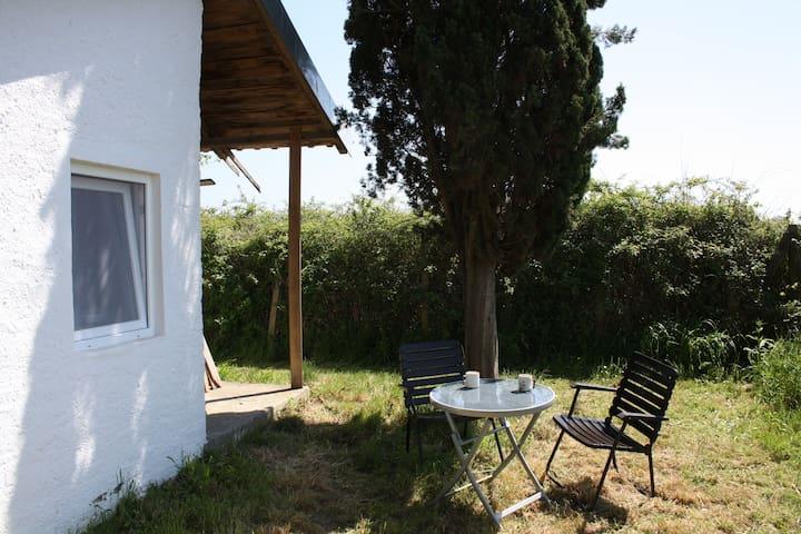 Minihaus auf großem Gelände - Skourochori