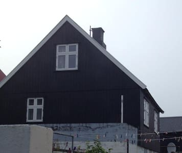 Old charming Faroese house, in great location - Syðrugøta - บ้าน