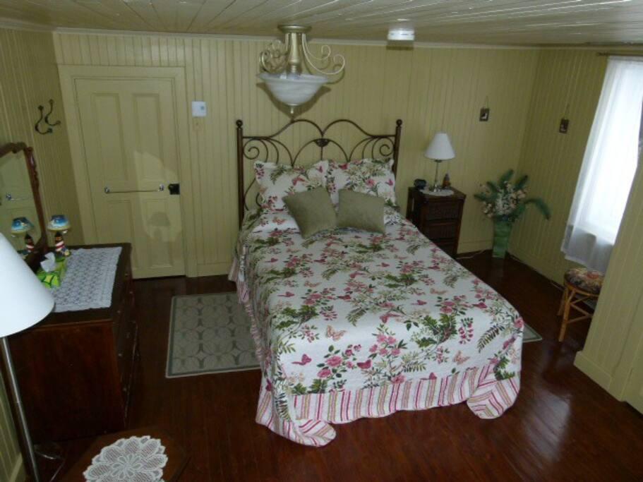 Grande chambre avec de l'espace!