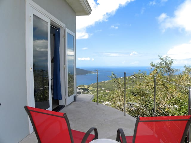 Private bd/ba with stunning view & porch - St Thomas - House
