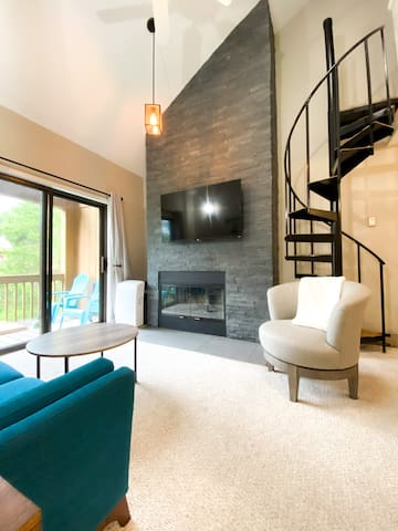 Ski-in/Ski-out 2 bed, 1 bath condo Holiday Valley