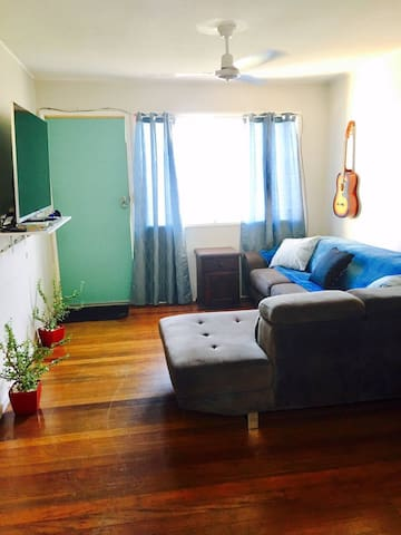 2 Bedroom, 1 bathroom. 3km from CBD - Lutwyche