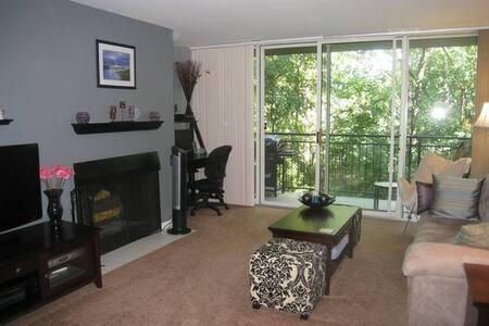 1 Bedroom Condo - Private & Quiet - Lisle - Huoneisto