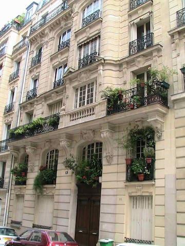 Montmartre studio calme et clair