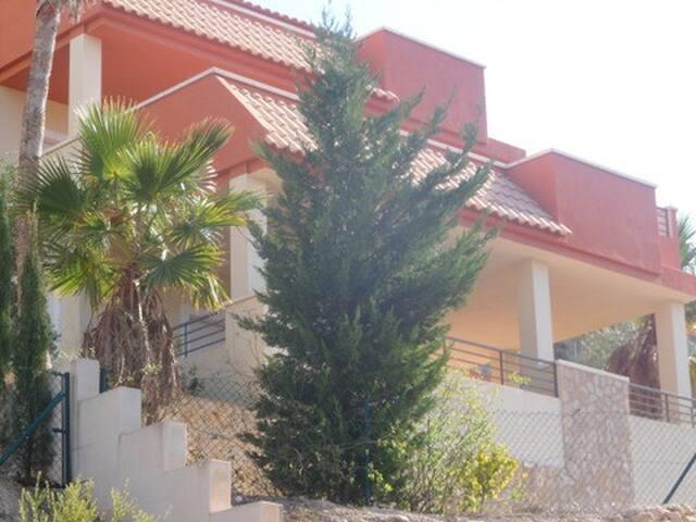 Chalet con piscina privado en Coveta Fuma - El Campello - Villa