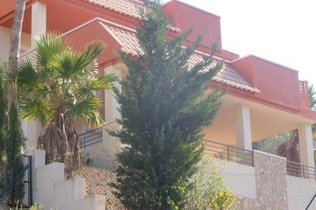 Chalet con piscina privado en Coveta Fuma - El Campello