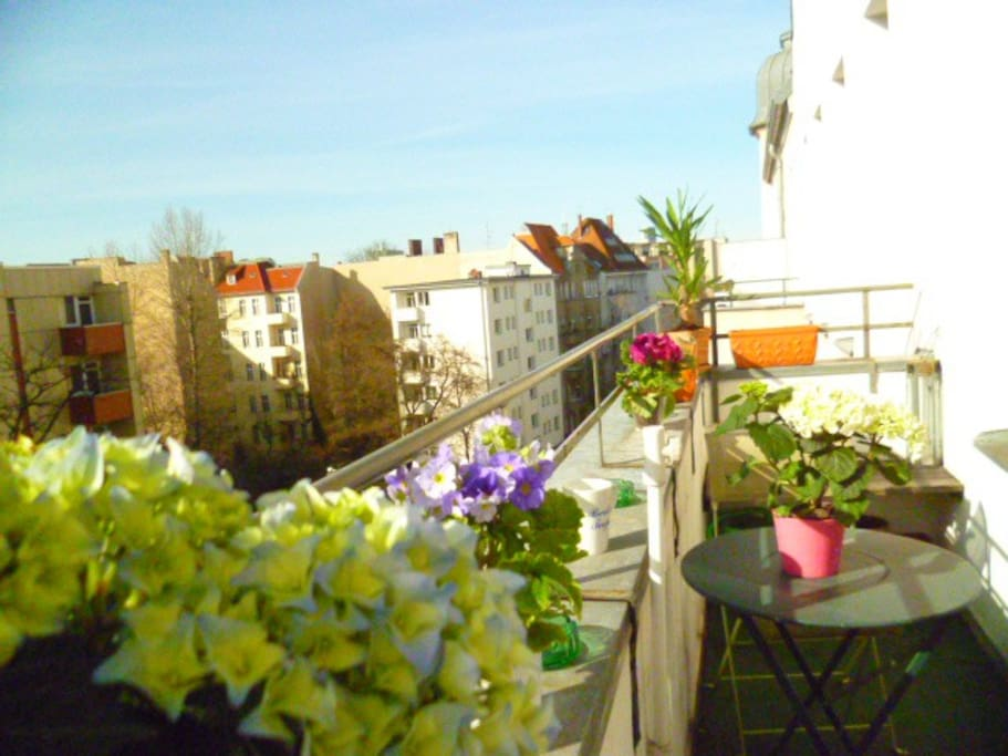 The sunny balcony - overlooking the roofs of Schöneberg. The best place to relax!