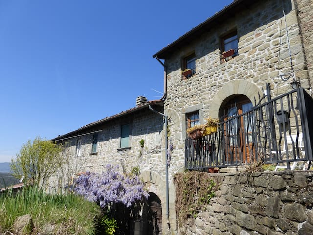 Holiday Stone Cottage in Tuscany Hills - Benabbio - Σπίτι