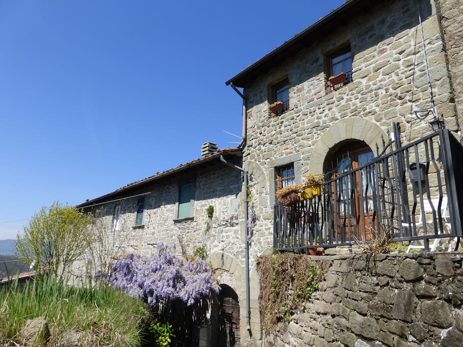 Holiday stone cottage in tuscany hills houses for rent for Piani cottage di 500 m