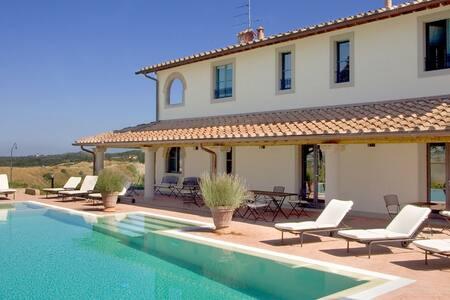 6 bd, terrace, fields, woodlands - Florenz - Villa
