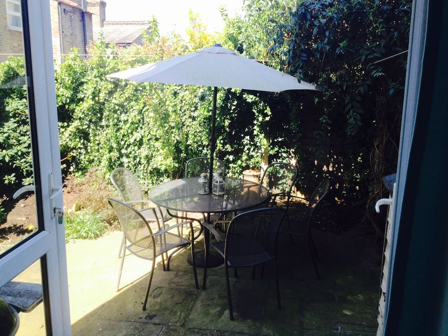 Courtyard Garden with table and chairs for 8 people and a barbeque