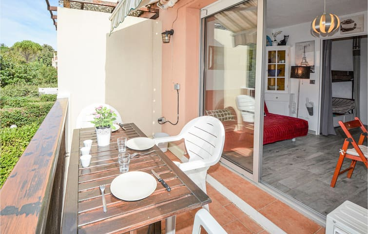 Awesome apartment in Sausset-les-Pins with