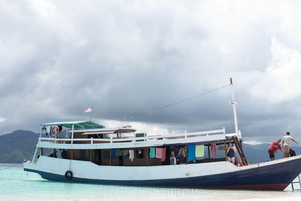 Open Trip Sailing Komodo Boat 2