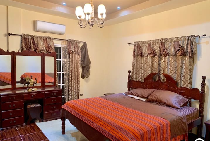 Warm & Tropical Masterbedroom with Solid King size Mahogany Bed
