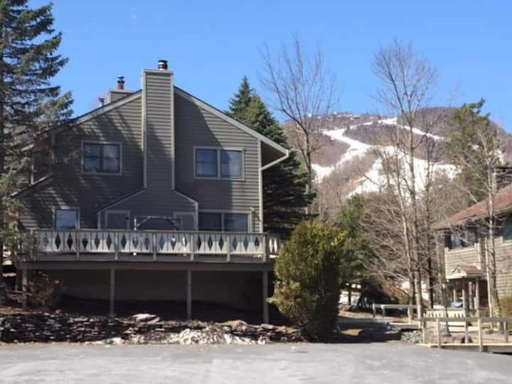 Hunter Mountain 2 bedroom condo-Slope Side- Wi-Fi