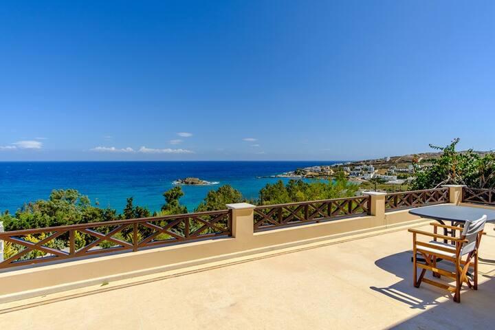 Ηouse with a panoramic view near the sea