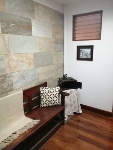 Habitacion con vista en casa estilo Colonial