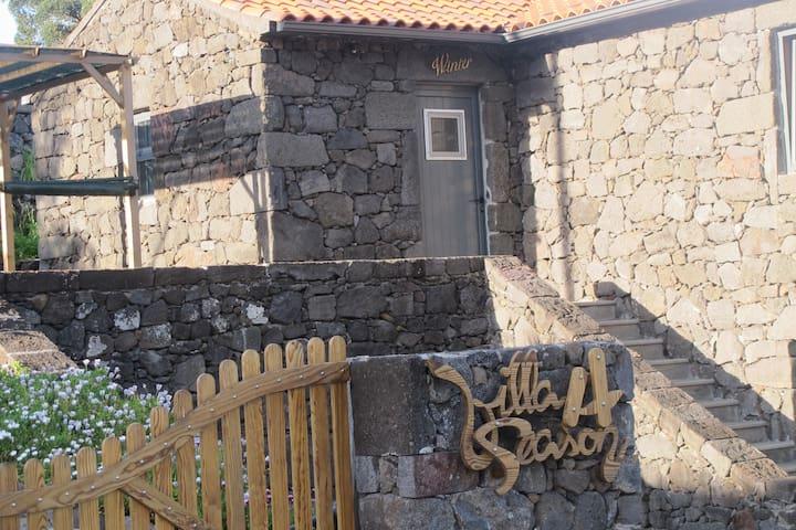 Luxuosa vivenda de pedra basáltica - S.Roque do Pico - Dom
