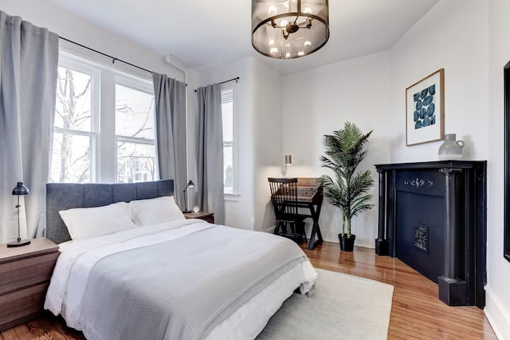 Furnished Room in the heart of Sunny Capitol Hill