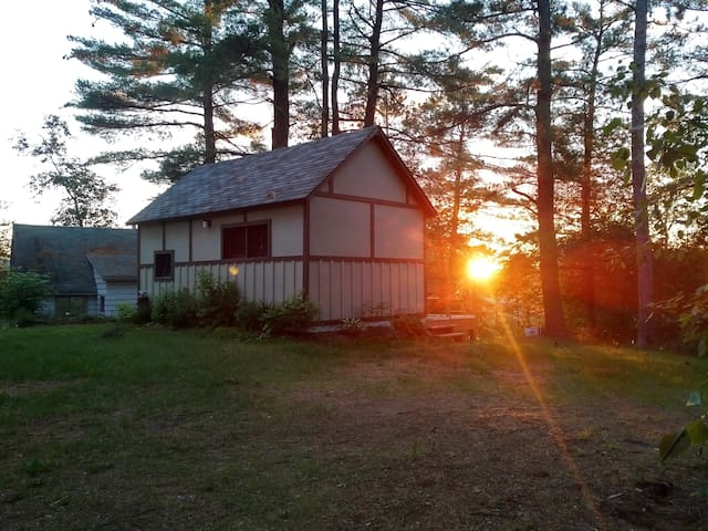Rustic Cabin on Madawaska River