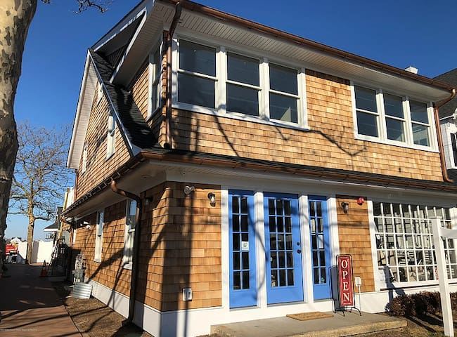 Brand New Bay Head Loft block from beach