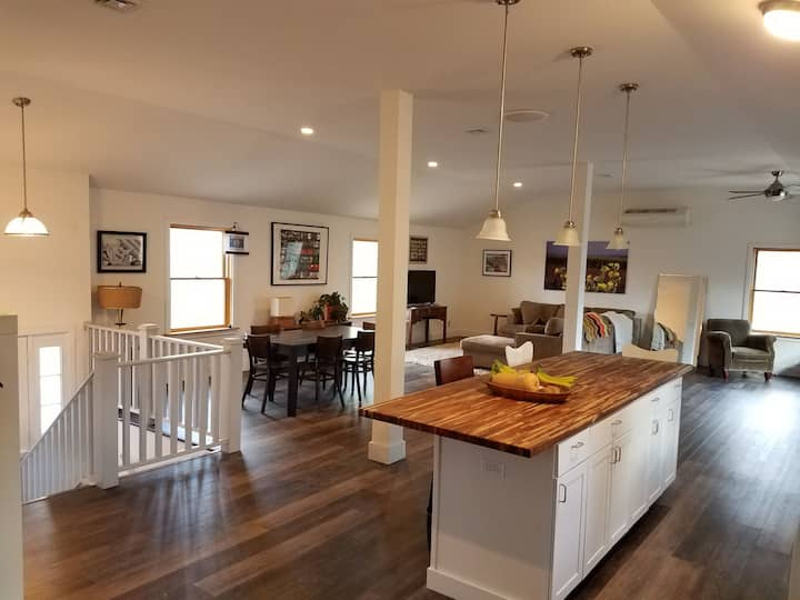 Excellent Village of New Paltz location