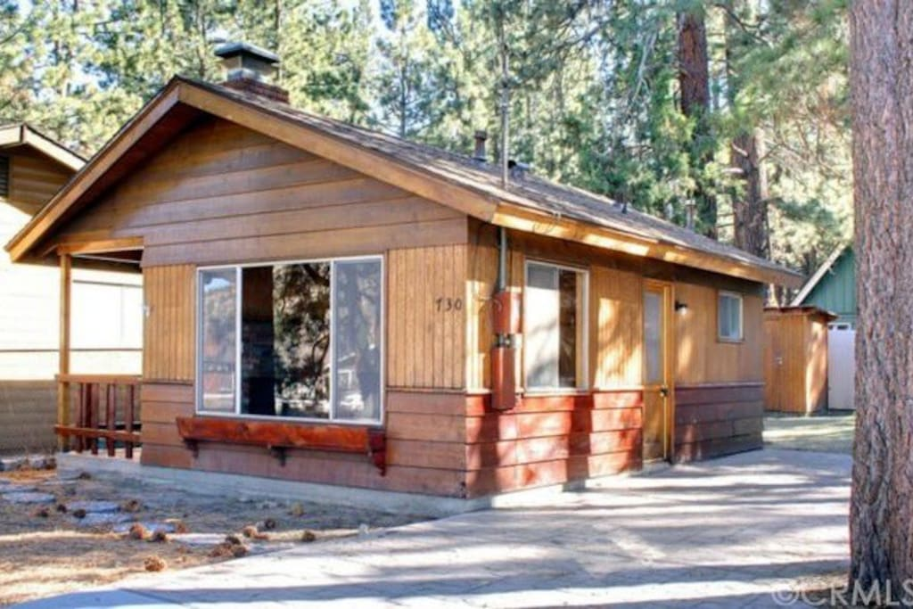 Private retro cabin with picture mountain view cabins for Cabins for rent in big bear lake ca