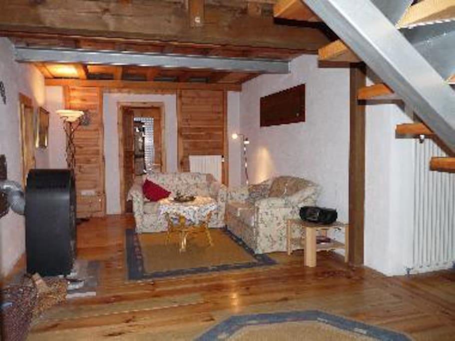 Unterer Wohnbereich mit Bad und 1 SZ, hier steht jetzt die Schlafcouch, siehe Foto rechts