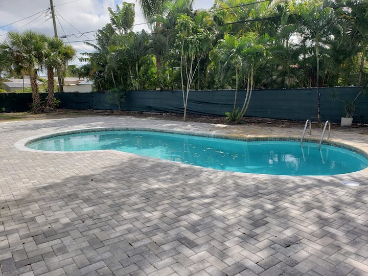 3BR 2BA Wilton Manors Oasis w/ Pool Close to Beach