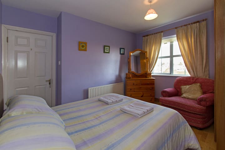 Wild Atlantic Way - Double Room & Shared Bathroom