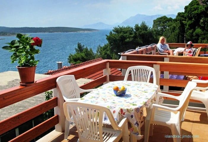 Beautiful apartment for 5 in Povlja - Povlja - Leilighet