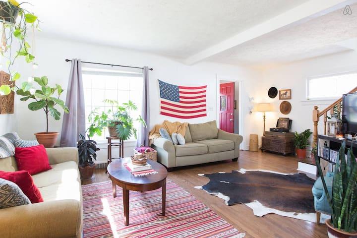 Americana Bungalow :: Private Room - Omaha