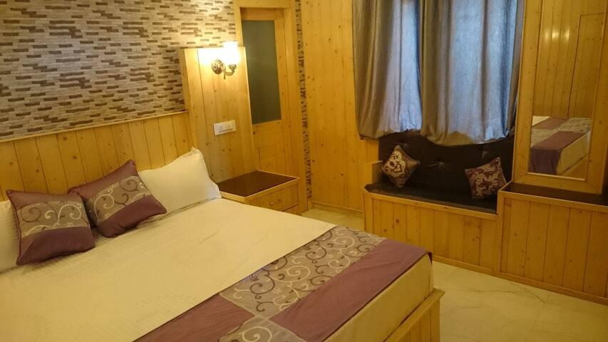 RUSTIC VILLA, KASAULI - Kasauli - Bed & Breakfast