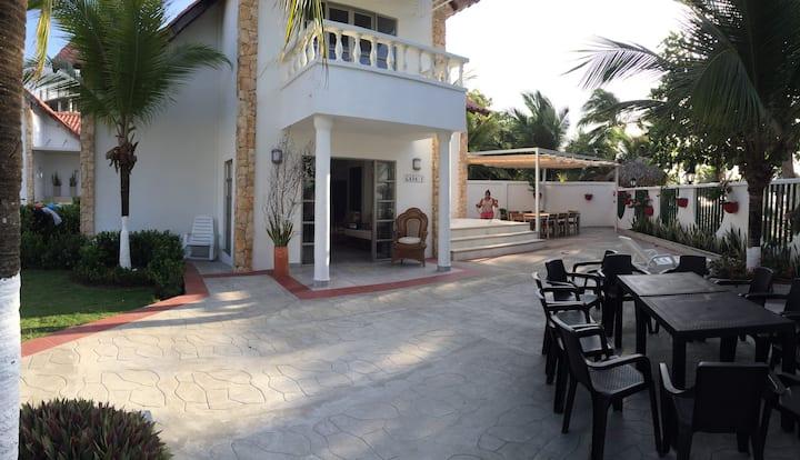 Cabaña para 15 frente al mar en Portal del Caribe