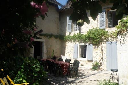 Maison de famille en Charteuse - Saint-Joseph-de-Rivière - Hus