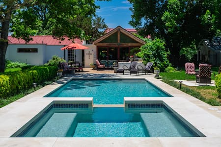 Sweet Escape-History Meets Luxury- Pool & Hot Tub