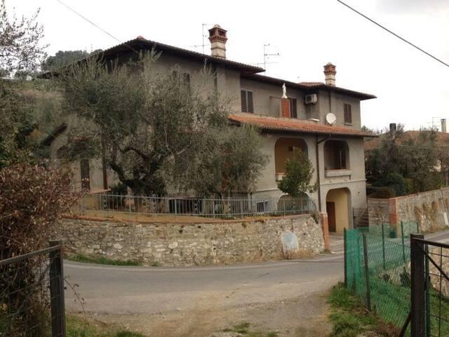 Zimmer hoch über Florenz / Toskana - Carmignano - House