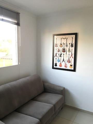 Apto próximo ao Centro c/cama de casal e ar condic - Campo Grande - Appartement