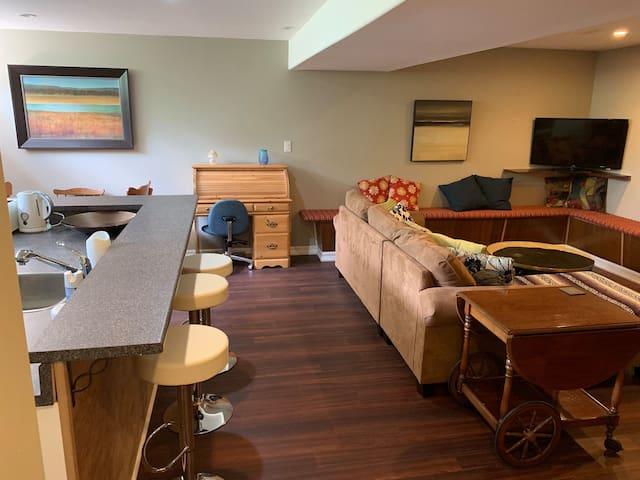 Charming Warm Apartment in Quiet New Sudbury