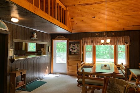 Cozy cabin in serene Cook Forest, close to all!