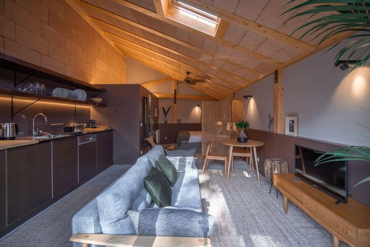 40sqm hut with amazing apparent Hempcrete structure