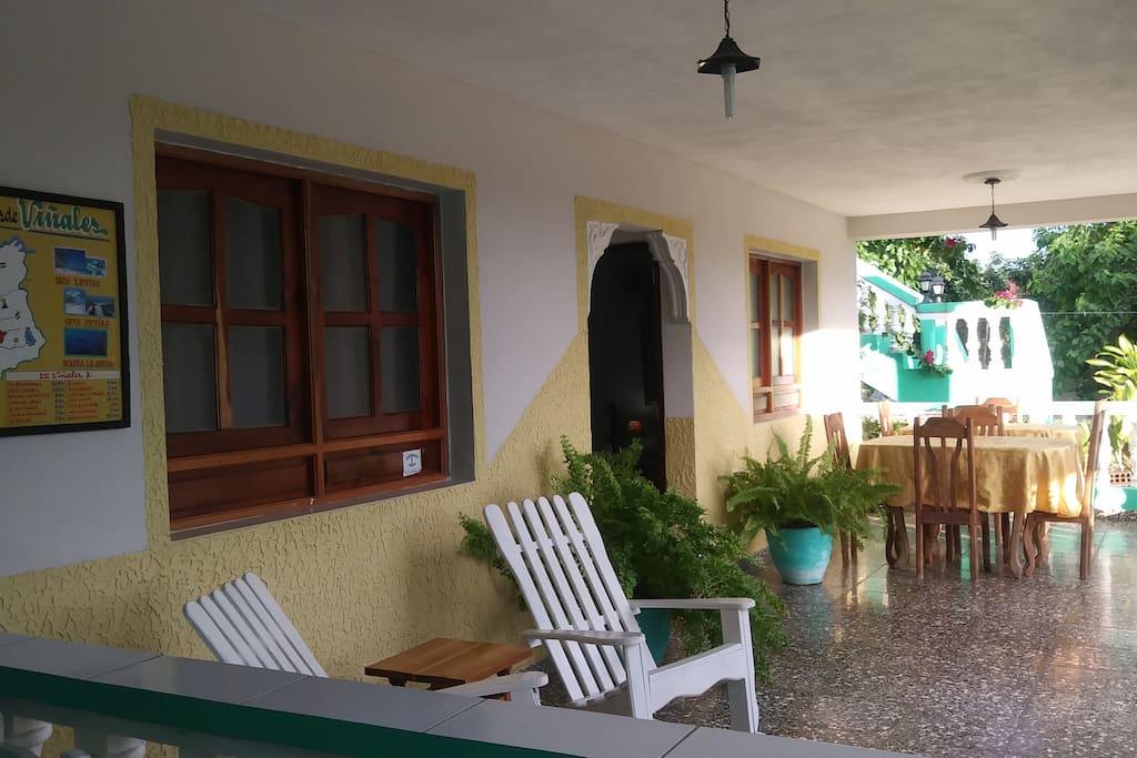 Amplia terraza para el disfrute de los huésped