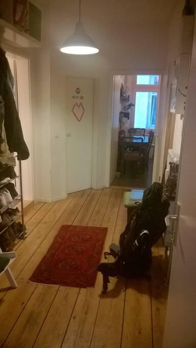 zentral am hbf alster 1 zimmer in 3er wg apartments for rent in hamburg hamburg germany. Black Bedroom Furniture Sets. Home Design Ideas