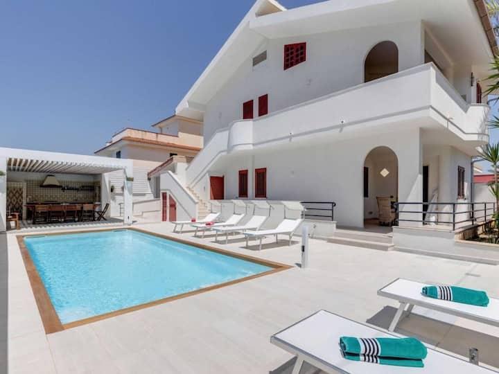 Villa Rosimeli con Piscina a 150 mi dal mare