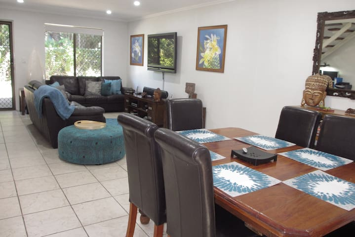 Lovely Townhouse in Leafy Nundah - Nundah - Hus