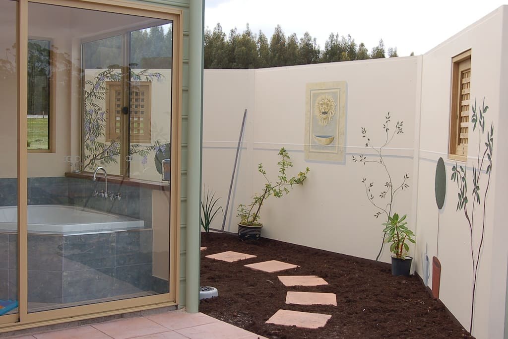Blue Wren spa room and enclosed garden