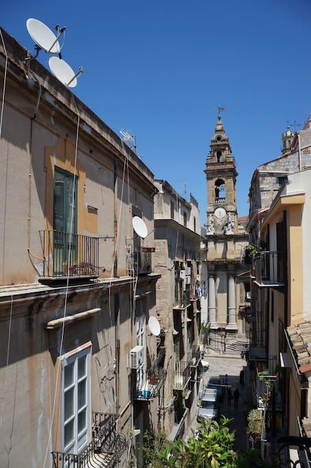 dal balcone: il campanile dell'Olivella