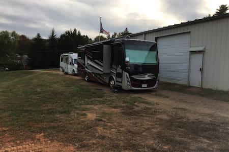 RV/camper parking space, close to everything!!