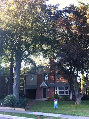 Comfortable, Modern 3-BR House - Havertown - Maison