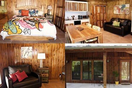 Upscale Private Cabin in the Oaks
